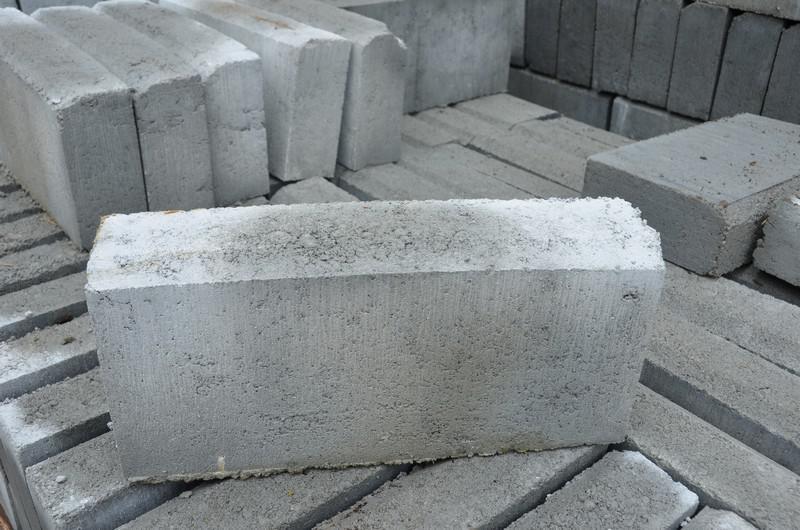 Guia de concreto para jardim