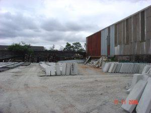 Área de estoque das guias de concreto padrão PMSP